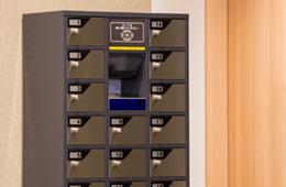 Safety deposit boxes (1F)