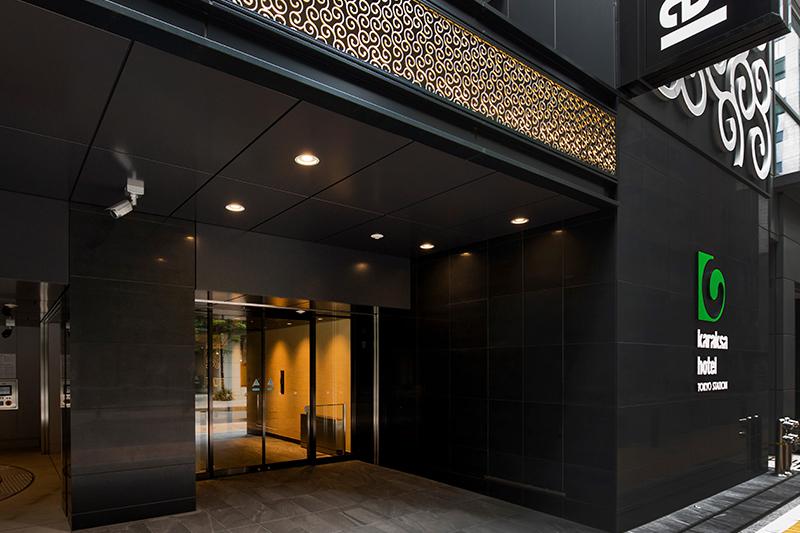 Entrance (1F)