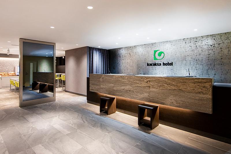 Lobby/front desk (1F)