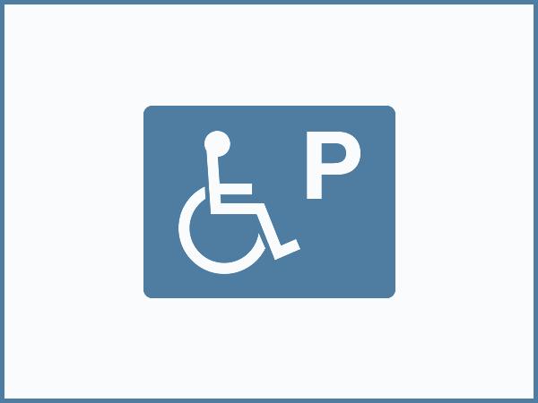 残障人士专用停车位(一个)
